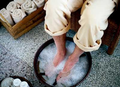 Resultado de imagem para agua quente no pé
