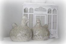 Lantliga keramikhönor med shabbad och ruff patina...