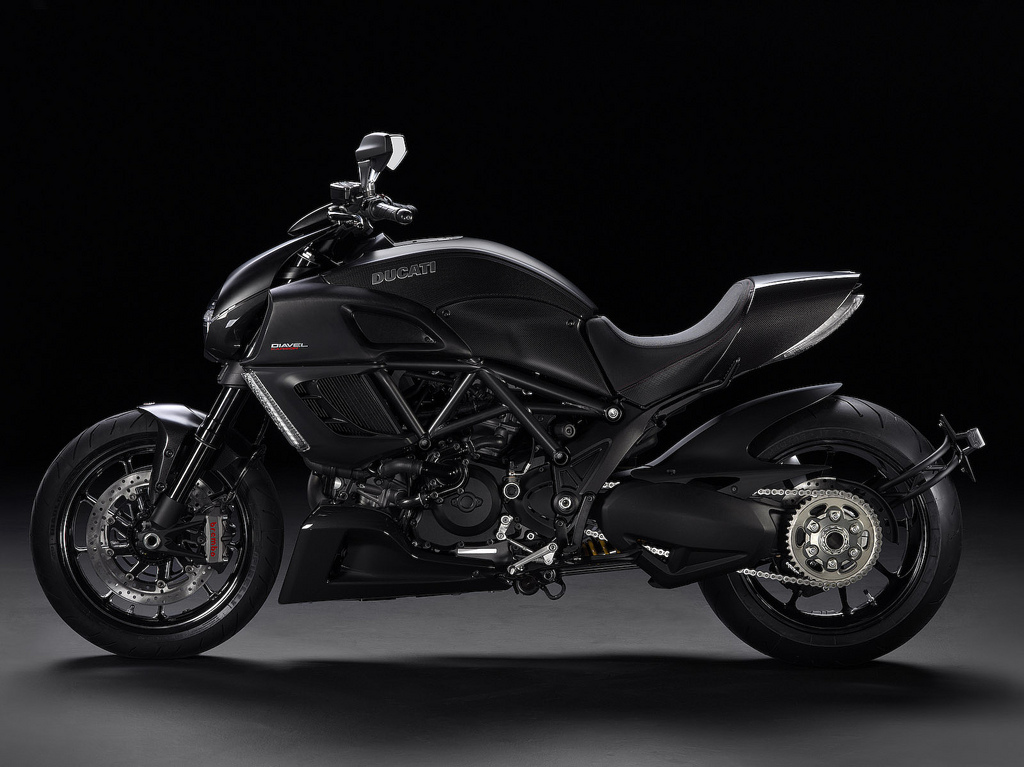 visual gratification ducati unleashes the diavel. Black Bedroom Furniture Sets. Home Design Ideas
