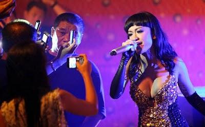 http://2.bp.blogspot.com/_E3uQTnO4Cm4/TT92qzoqI3I/AAAAAAAAAZo/DA1ONcX-PA8/s1600/foto+hot+Julia+Perez.jpg