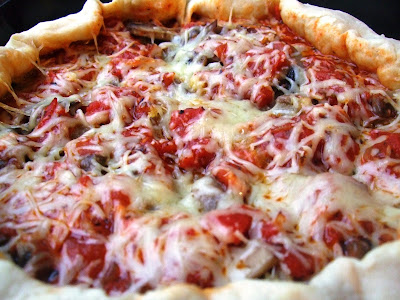Articole culinare : Pizza cu ciuperci si cod, spaghete condimentate, ciocolata cu alune si stafide