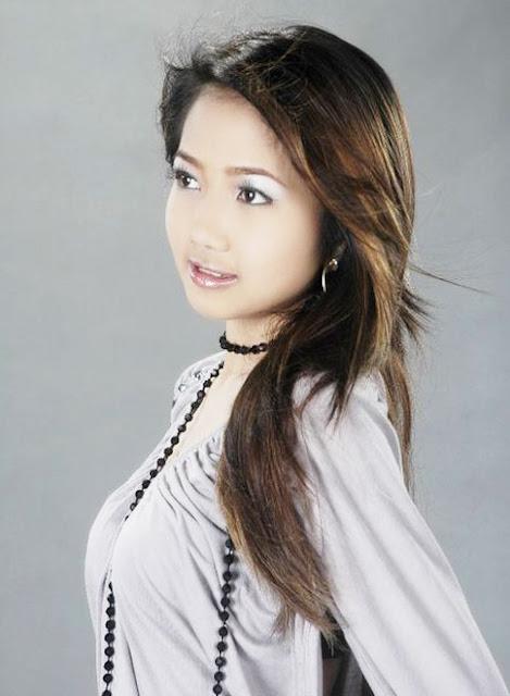 Myanmar Cute Model, Mechi Kos Hot Casual Style
