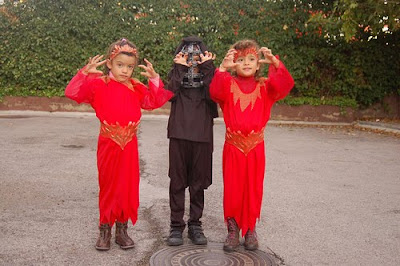 for parents it can be hard to find halloween costumes for triplets that go together well one example of a great triplet costumes for halloween would be 3