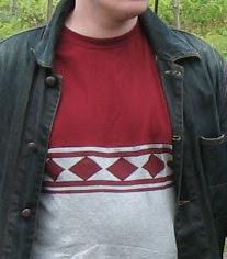 Tässä jussipaita t-paitana veljeni yllä