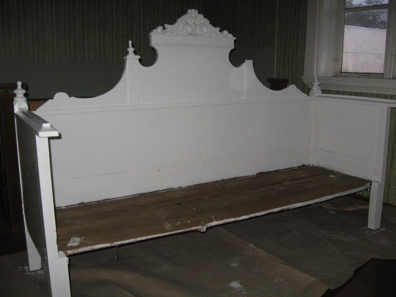 Lantliv påänglagård Gammelmormors soffa blir sängga