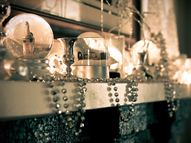 ... ;-) Silver is always a gorgeous color for the holidays. {via HGTV