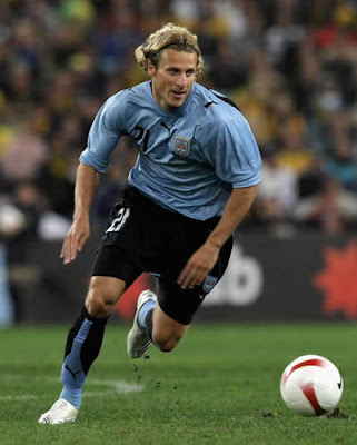 Foto Pemain Terbaik Dunia 2010 Diego Forlan
