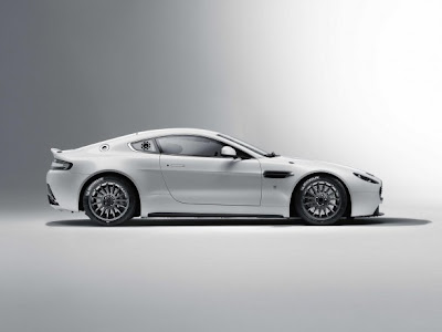 Mobil Aston Martin 2011