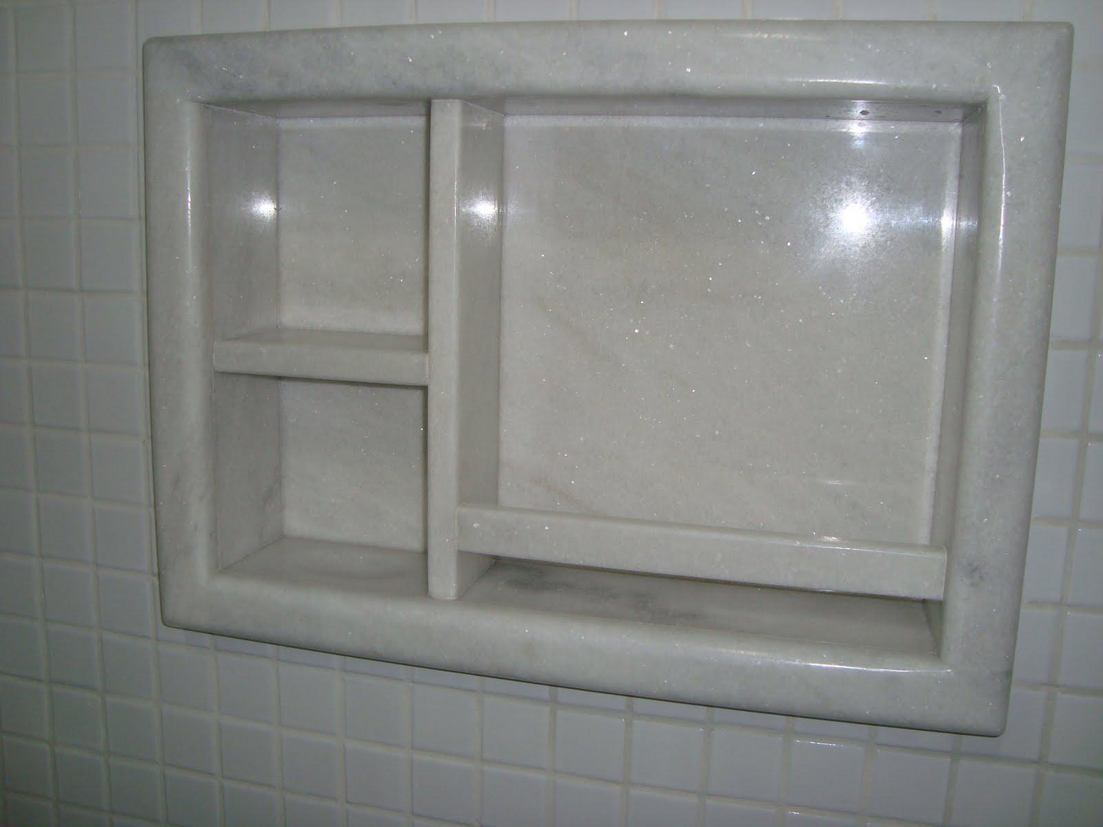Nicho em mármore branco clássico extra #5C626F 1600x1200 Banheiro Com Granito No Piso