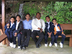 Warga Pendidik dan anak muridnya
