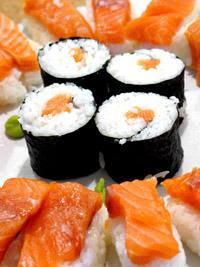 Smoked Salmon Sushi Roll Recipe ( Resep Sushi Salmon )