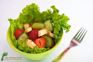Salata de capsuni si cascaval