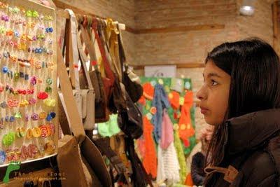 Art Boutique - Cercelusi colorati si haiosi, gentute de piele, caciulite, bolerouri si esarfe crosetate