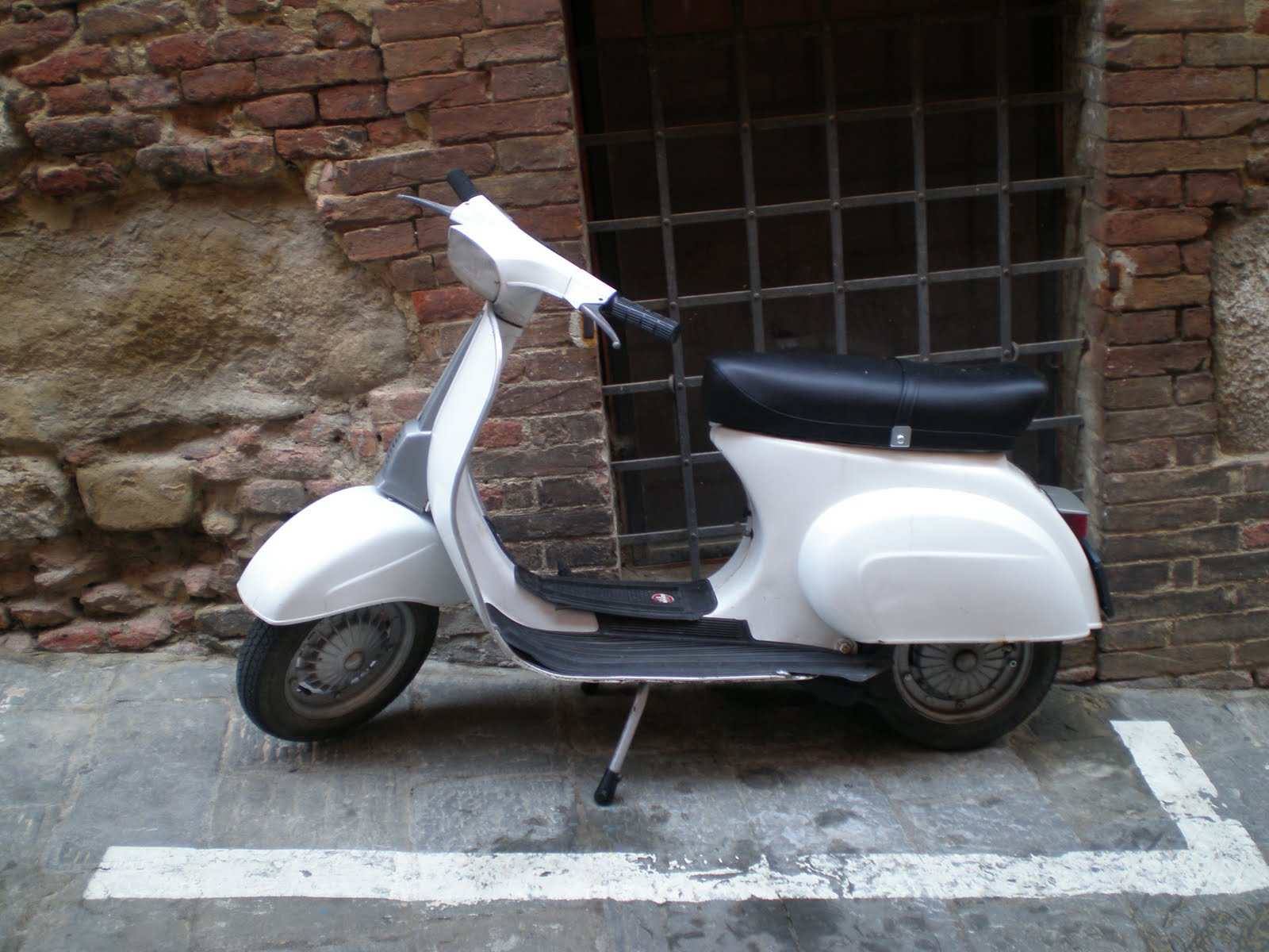 VESPA IN ITALY: RENTALS AND TOURS