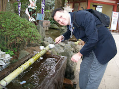 Fernando preparing to enter the shrine at Enoshima