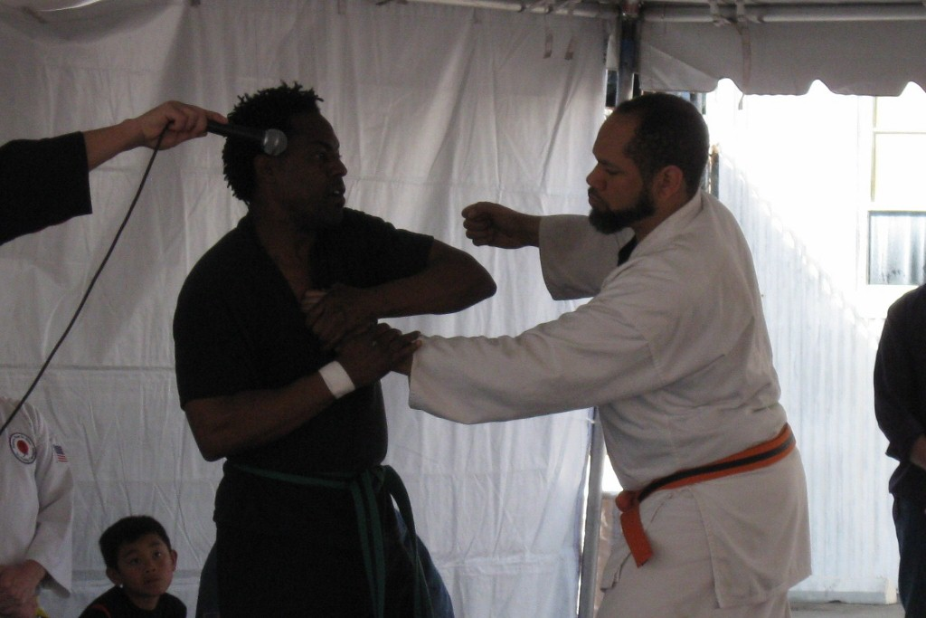 I walked in on some Atemi Ryu Jiu-Jitsu, where I noticed some of the things  I have learned, like getting control of the hand that gets you and doing a  ...