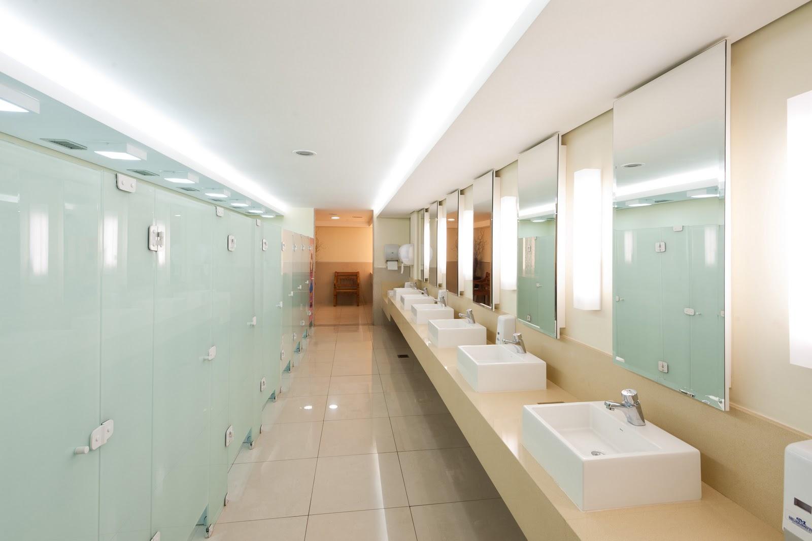 Arquiteto Daltônico: Novos banheiros do Taguatinga Shopping #442B18 1600x1065 Bancada Banheiro Vidro