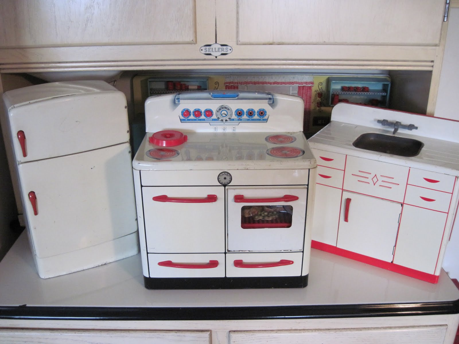 Tracy 39 s toys and some other stuff vintage kitchen playset for Kitchen kitchen set