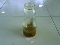 piezas oxidadas sumergidas en agua fuerte
