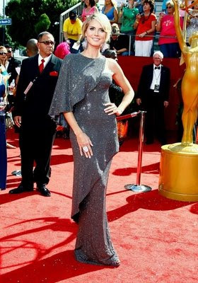 Pregnant Heidi Klum turns heads at Emmy red carpet