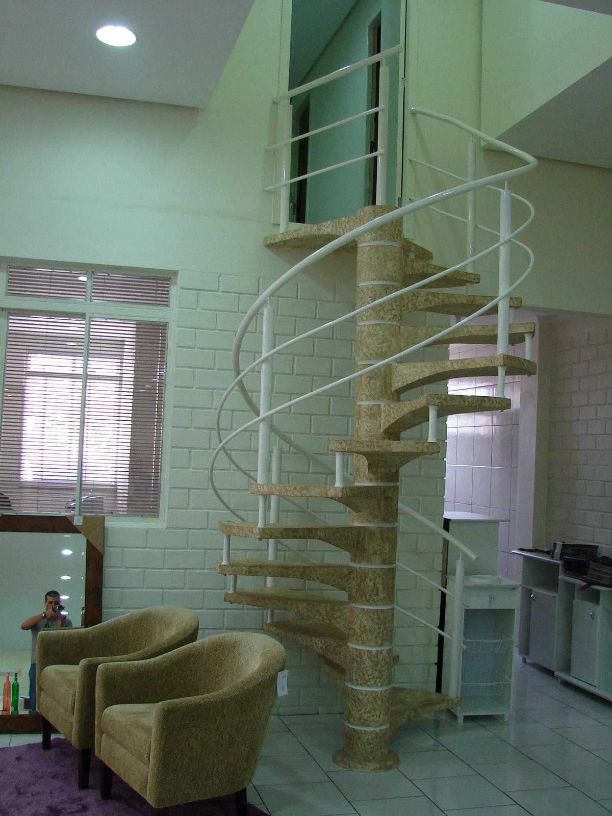 Escadas Caracol de Madeira Escada Caracol e Corrimão