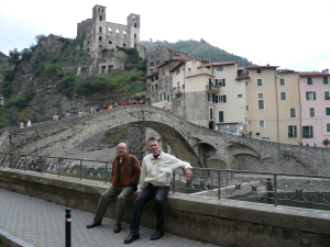 Dolceacqua: castell, burg i pont romànic