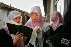 Muslim di China Tetap Mempertahankan Iman Mereka