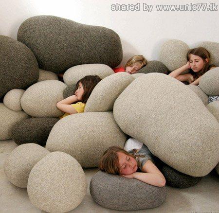 http://2.bp.blogspot.com/_EHi0bg7zYcQ/TJR46zzcfsI/AAAAAAAADzk/PlX6LaGH5NE/s1600/stone-pillows.jpg