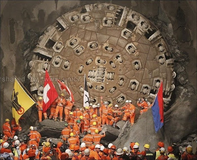 http://2.bp.blogspot.com/_EHi0bg7zYcQ/TL6B7pd74mI/AAAAAAAAO5Y/jrLGdmlz3xQ/s1600/the_longest_tunnel_in_the_world_13.jpg