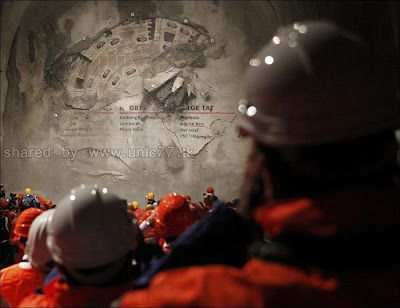 http://2.bp.blogspot.com/_EHi0bg7zYcQ/TL6DJ3V-5QI/AAAAAAAAO6Q/egy5pCcHTCA/s1600/the_longest_tunnel_in_the_world_06.jpg