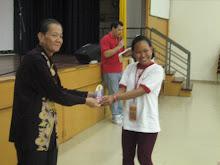 Mr Joy Chan presenting a souvenior plague to the Indonesian girl