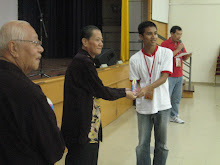 Mr Lim Cheng Soon and Mr Joy Chan presenting the souveniors