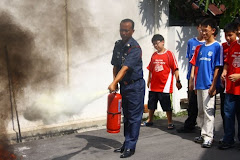 Putting out fire demonstration by Bomba