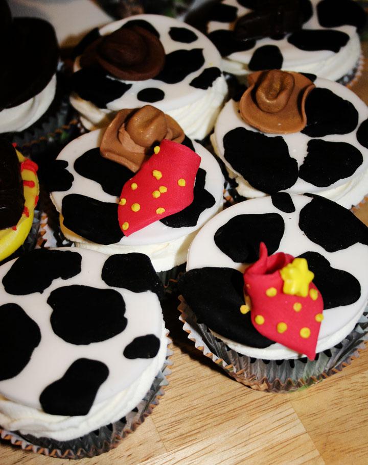 amanda cupcake  sweet dreamer  u2665  cowboy  u0026quot woody u0026quot  cupcakes