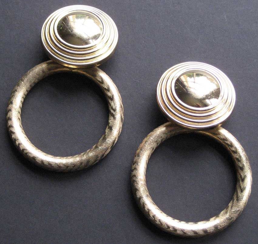 vintage modes burberrys gilt hooped clip earrings