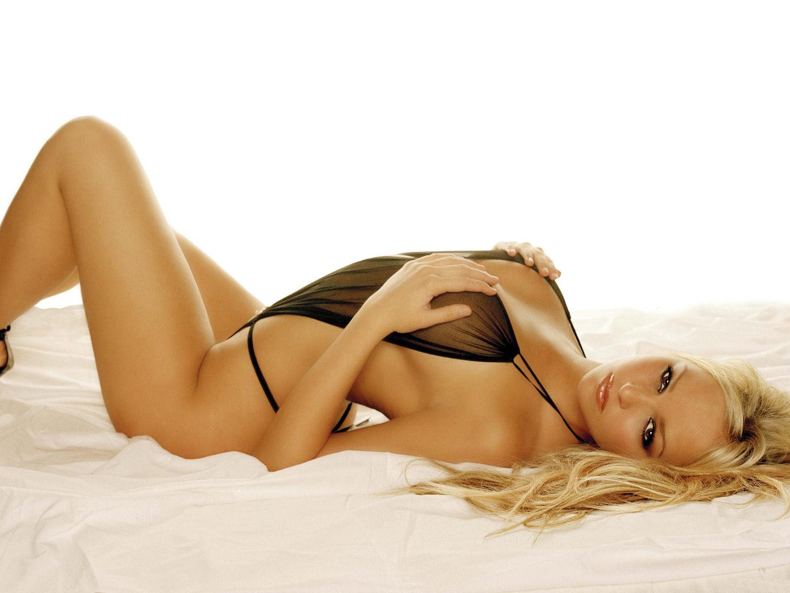 http://2.bp.blogspot.com/_EJtoBUL-OnA/TKsA7TXXE9I/AAAAAAAAANM/61P25MSREsQ/s1600/Jennifer+Elison+Soo+Hot+Stills+%286%29.jpg