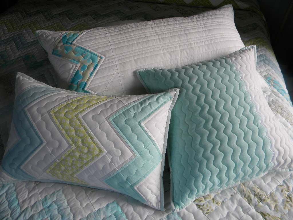 Quilting Patterns Cushions : Sew Kind Of Wonderful: Pillows for Zig Zag Quilt