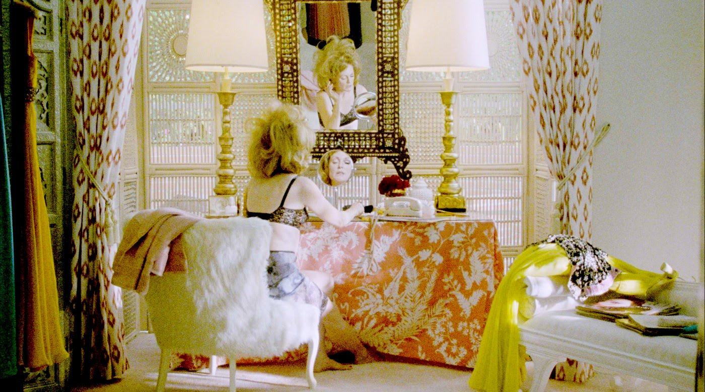 http://2.bp.blogspot.com/_EKhSE0CBK28/TIWojQtRHaI/AAAAAAAAEBo/giLxZ2VBUQc/s1600/julianne+la+mejor.jpg