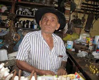 http://2.bp.blogspot.com/_EL_eyXPEpDo/TGUwifrJfpI/AAAAAAAAAlc/rNmRT-dzPis/s1600/Seu_Lunga.jpg