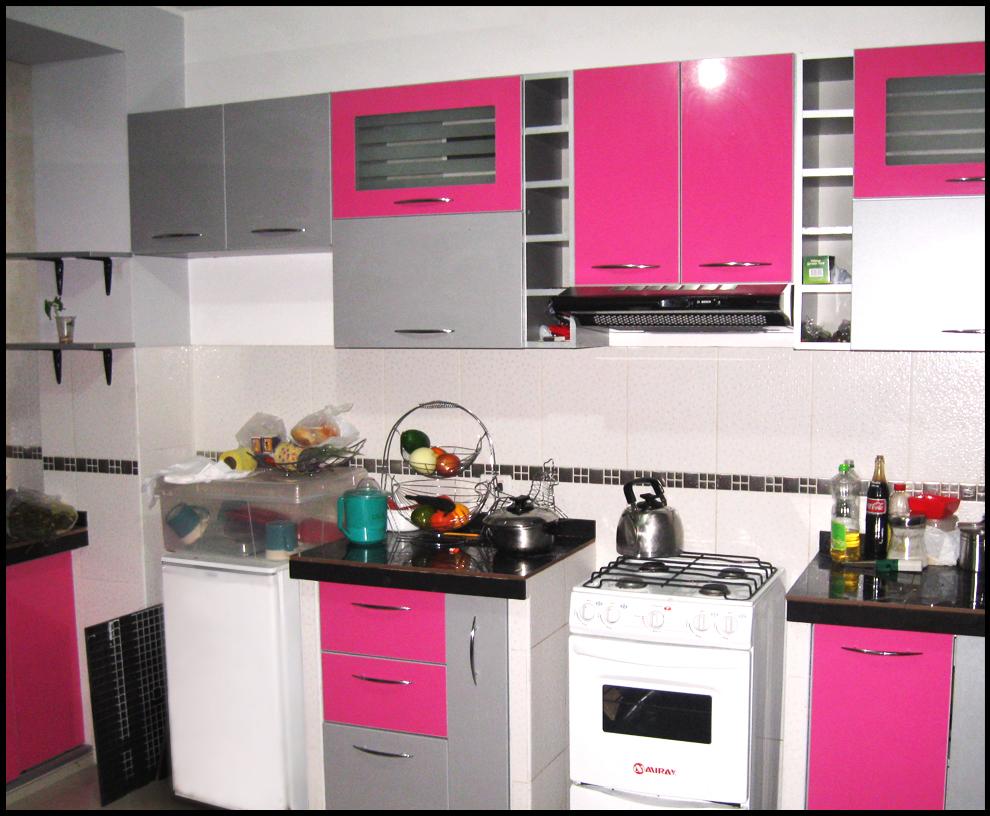 Muebles de cocina verde claro ideas for Muebles ergonomicos