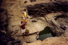 Coleta de água em caxio na caatinga