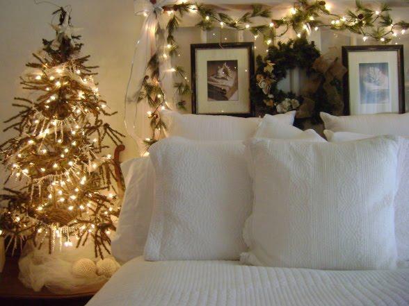 Our creative life white christmas bedroom for Adornos de navidad para dormitorios