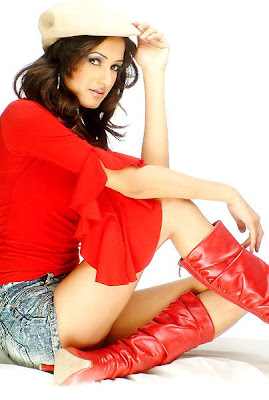 Sonal Chauhan hot picture