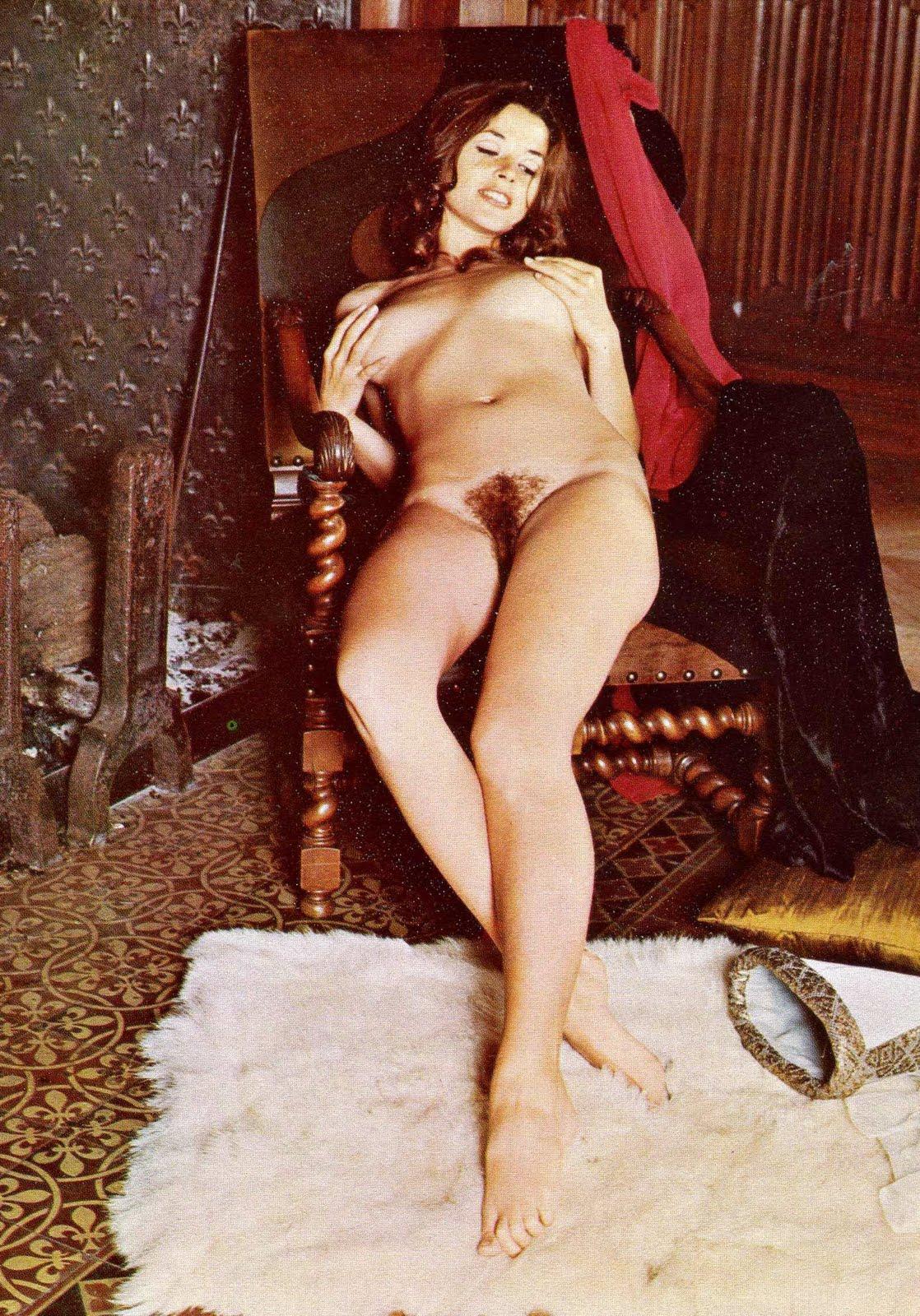 http://2.bp.blogspot.com/_EU5AVlPYiKM/TBIvwFaR7fI/AAAAAAAAHIc/UZgVhcr1xRE/s1600/Joelle+Coeur+4+in+Chick+69.jpg