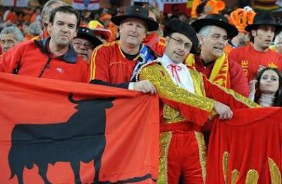 hinchas-espanoles-mundial-futbol-sudafrica-2010.jpg