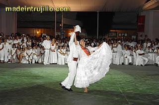 Vestidos blancos fiesta del perol