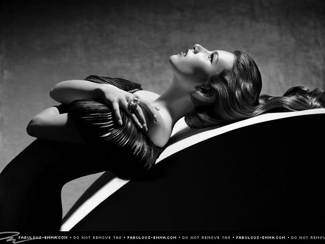Emma Roberts Photoshop