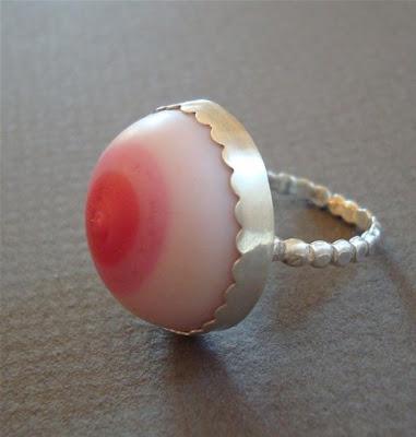 http://2.bp.blogspot.com/_EbyJJmg_Frs/R8Y7PxV-cZI/AAAAAAAAA1s/gXfal7XSjOs/s400/nipple+ring.jpg