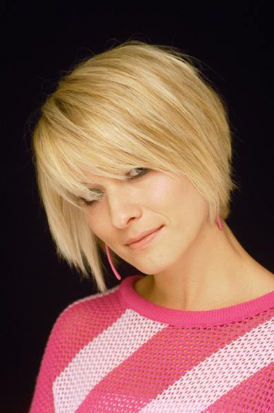 paige davis medium length layered hairstyle