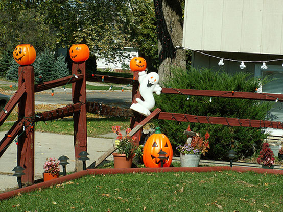 Beautiful outdoor halloween decorating ideas interior for 90 cool outdoor halloween decorating ideas